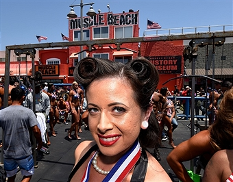 Pin up Francesca Esker at Venice Beach, CA.
